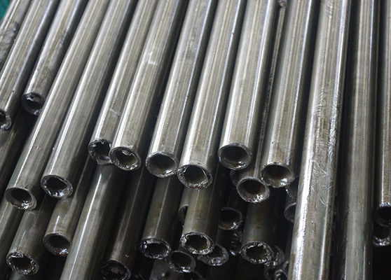 DIN 17175 Alloy Seamless Carbon Steel Pipe, Tebal Dinding Tubing OD 20-200mm